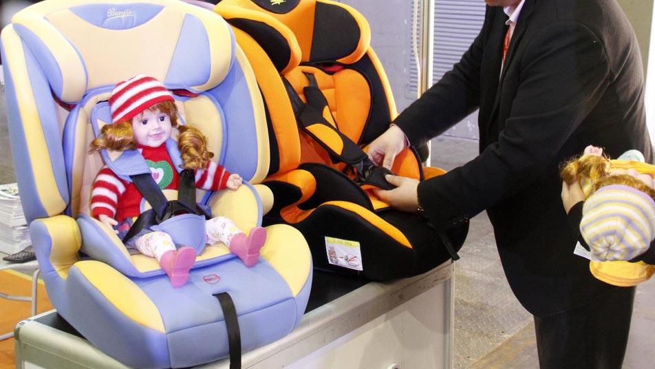 探访北京租车机构:店里100辆车 只配1个儿童座椅