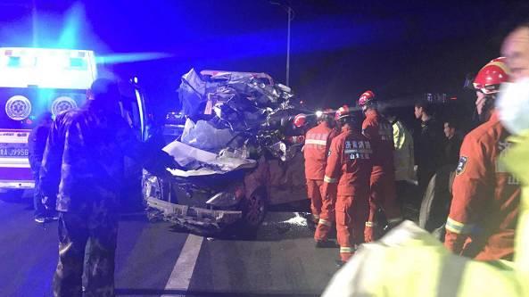 济南绕城高速发生10车追尾事故 2人遇难6人受伤