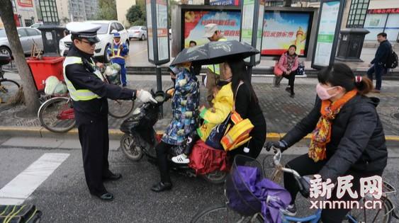 浦东交警展开行人和非机动车整治