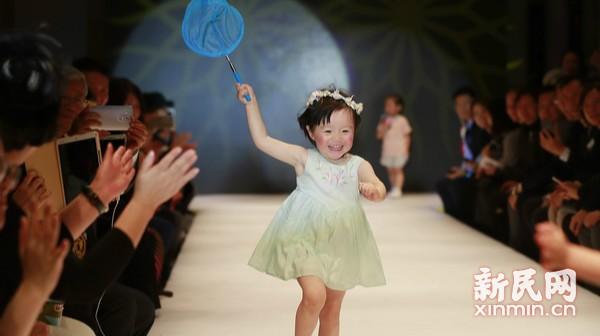 小模特演绎大学生童装创意设计,萌化了!