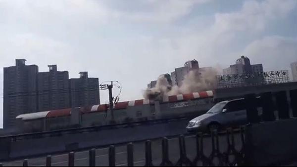 轨交3号线漕溪路站外一餐厅起火 未对轨交运营造成影响