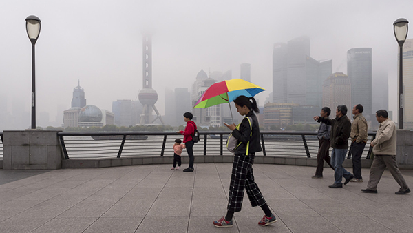 新冷空气驾临申城 伴随降雨最高温降近5℃