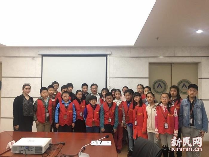 新民双语小记者采访上海师范大学附属中学校长