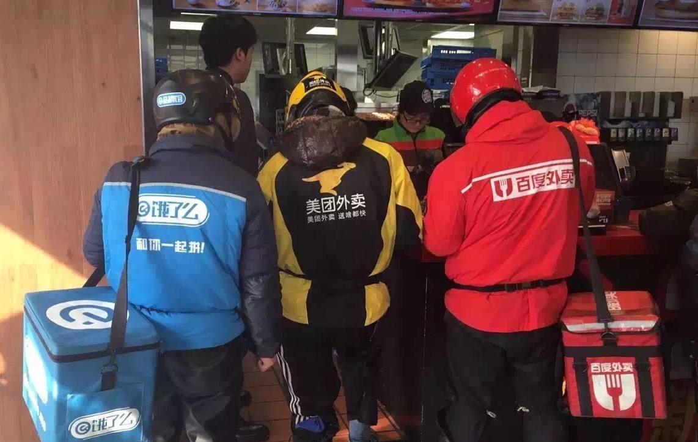 据说这个冬天,上海人都不想再穿冲锋衣了...