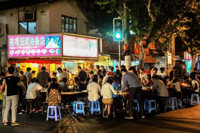 上海这家超火的网红夜市豆浆油条店,竟是无证经营!
