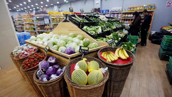 沪上叶菜供应量足价稳 时令水产进入供销旺季