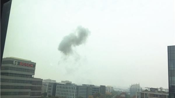 沪长宁临空园区附近现巨响浓烟 或系施工引发 有人员受伤