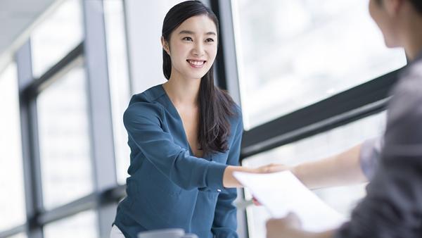 沪2017届高校毕业生就业率达96.9% 平均起薪5386元/月