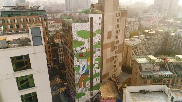 """""""亚洲最高墙绘""""亮相杨浦大学路:46米高墙上勾勒城市景观"""