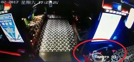 上海哥老官监控曝光:7岁男童被滚烫锅底烫伤!
