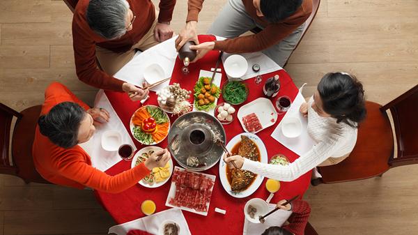 上海各大餐饮企业年夜饭预定入尾声 尚有15%余量