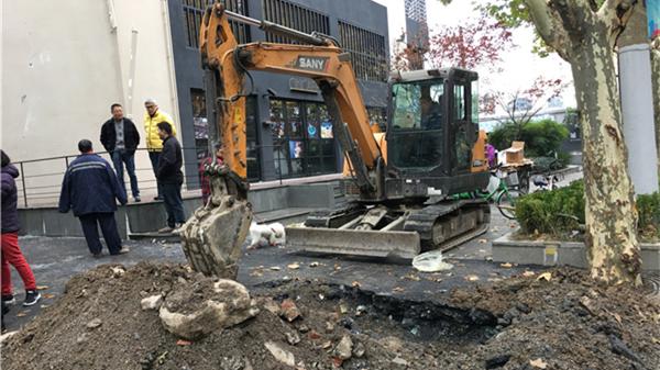 沪新闸路近昌化路发生爆燃 系一地下天然气管道损坏泄漏