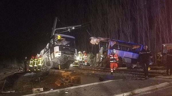 法国南部列车与校车相撞事故造成4死24伤