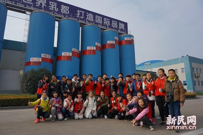 新民双语小记者带你走进 蒙牛马鞍山智能工厂:牛奶小世界 智能大工厂