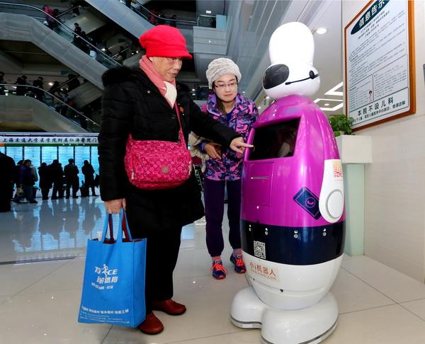 问讯智能机器人上岗 为患者提供线上线下服务