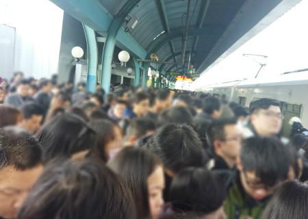 """上海地铁一号线今晨两次发生故障 市民上班路""""遇阻"""""""