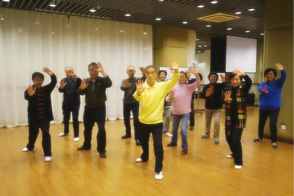 上海市老干部大学举行24式太极拳班结业仪式