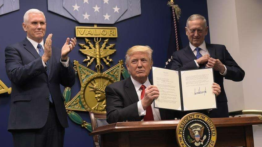 美国总统特朗普签署30年来最大规模减税法案