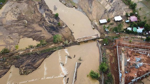 """热带风暴""""天秤""""在菲律宾已致200死  另有70余人失踪"""