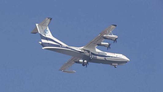我国自研水陆大飞机AG600首飞成功 可上天也可下海