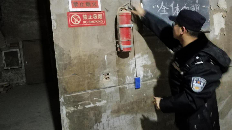临近岁末上海警方夜查消防安全 将不定期举行