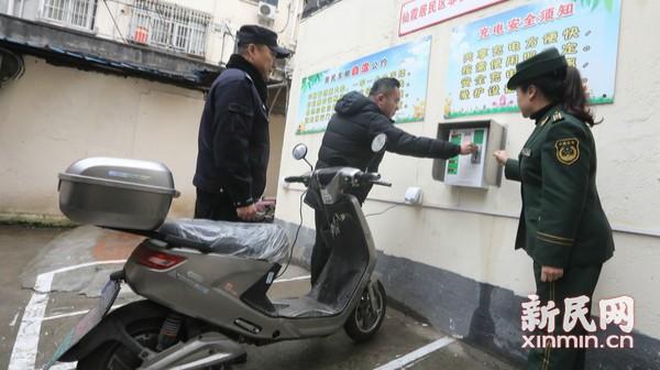 长宁智能电动车充电车棚投入使用