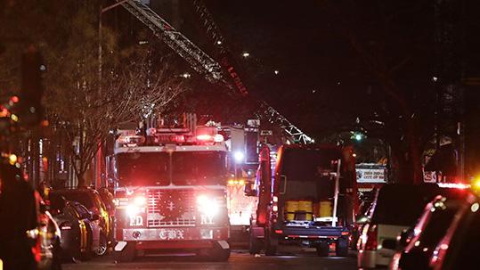 美国纽约一公寓发生火灾 已致12人死亡包括1名婴儿
