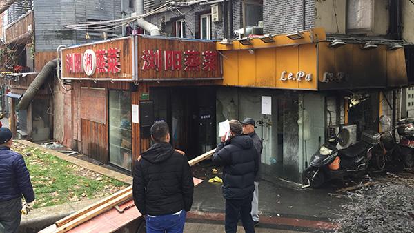四川北路一沿街饭店起火 未有人员伤亡