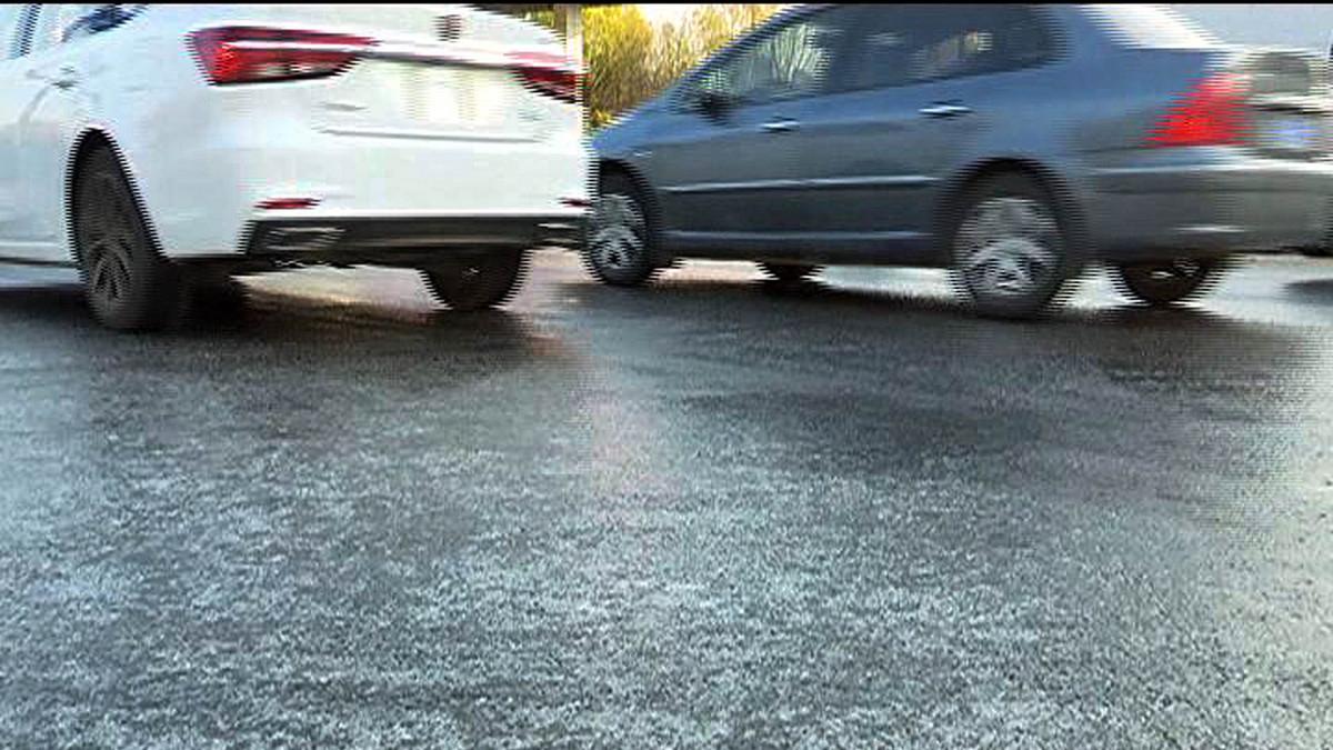 路面结冰致上海罗山路高架上五车相撞