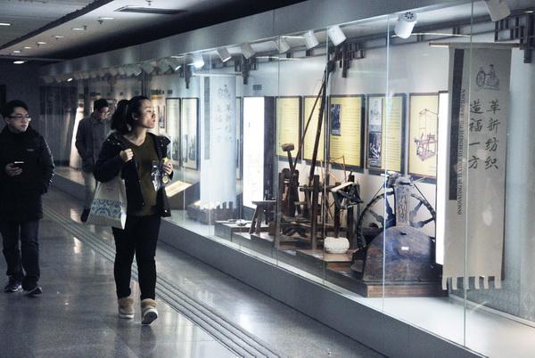 地铁艺术长廊首展黄道婆先棉文化
