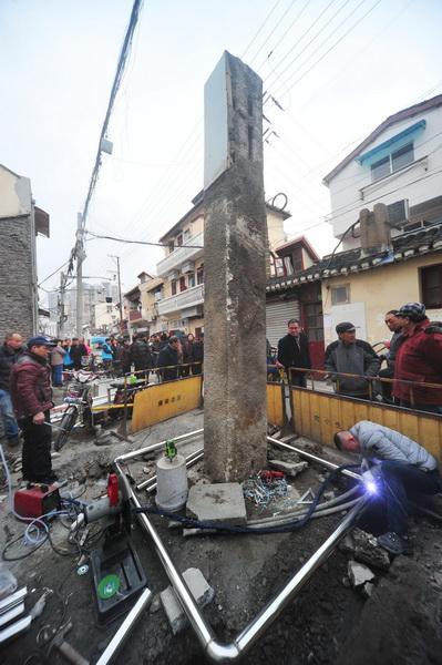 加设围栏 保护古牌坊石柱