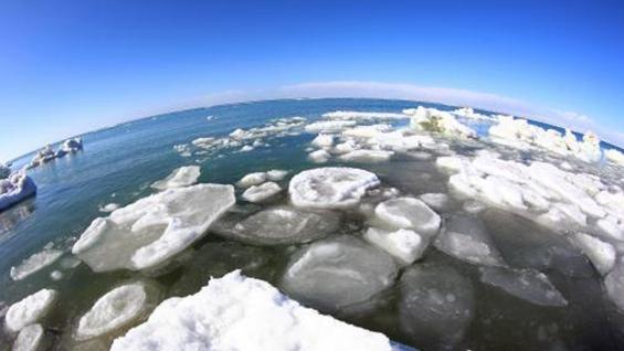 青海湖叫停机动车上冰面,去年1至2月超过5辆车掉入湖中