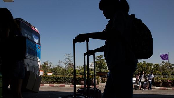 泰国一载有中国游客大巴发生追尾事故 17名中国游客受伤