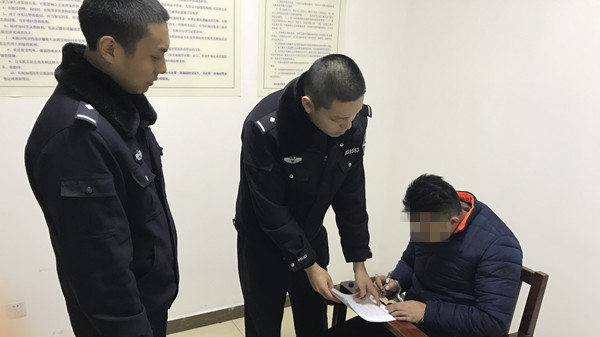 """酒后""""组团""""撒泼攻击交警 3人均因妨害公务被浦东警方依法刑拘"""