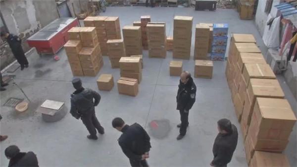 青浦警方连续查获两起非法经营、储存烟花爆竹案件 收缴140余箱烟花爆竹