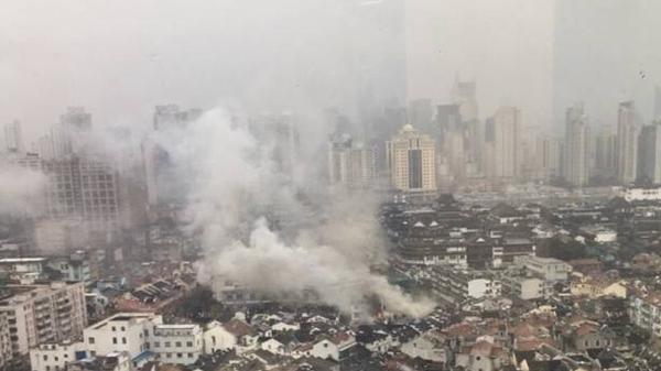 沪光启路近方浜中路一民宅突发火灾 无人员伤亡