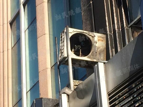 威海路一商务楼空调外机起火 幸无人员伤亡