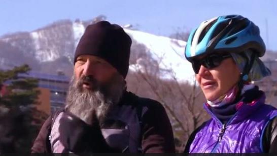 与奥运选手一样牛!瑞士夫妇骑行17000公里看儿子冬奥会比赛