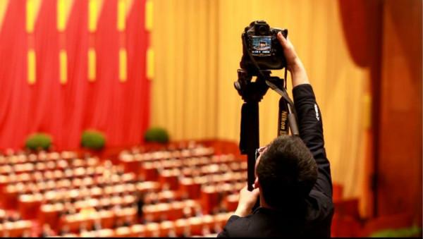 上海团58名全国人大代表中的新面孔  有官员有院士也有农民工