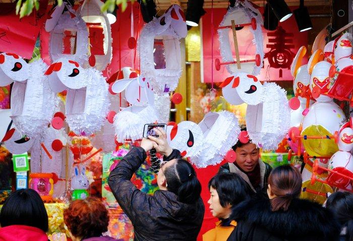 据说全上海的妈妈昨晚都在做兔子灯!