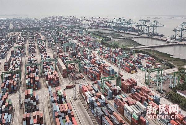 2%,主要是集成电路,纺织品,笔记本电脑等商品;在贸易额超100亿元的9个