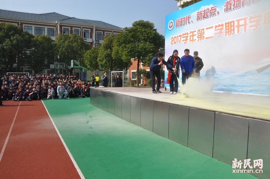 """梅陇中学:消防安全进校园  实战上好""""第一课"""""""