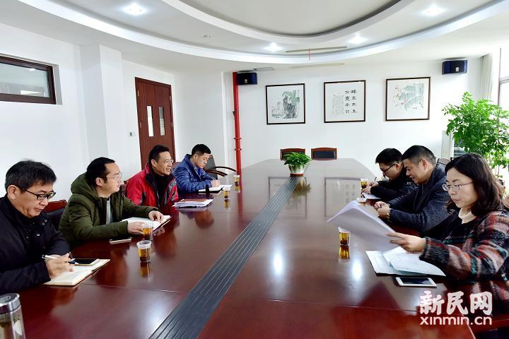 奉贤区教育局党委委员高国弟一行到曙光中学检查、指导并调研