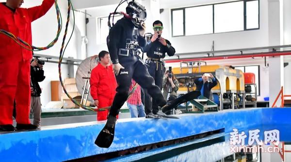 """上海60余名""""城市蛙人""""接受规范化培训"""