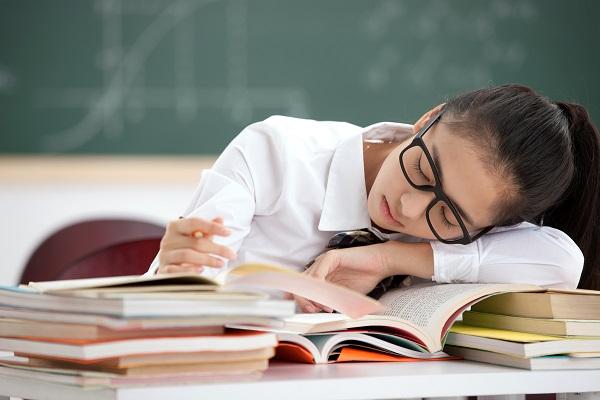 睡眠问题是青少年时期生物节律紊乱最重要的因素或表现之一