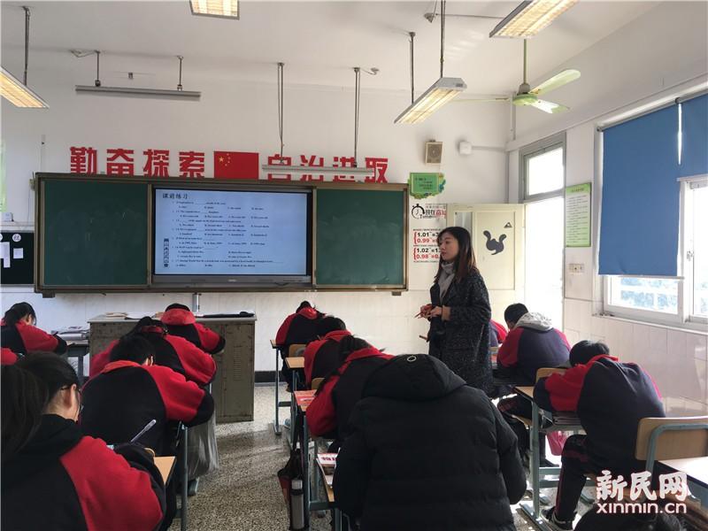 金山区各科教研员到钱圩中学指导九年级教学