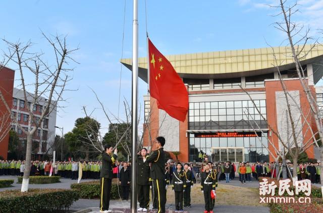 钢的意志,铁的纪律——曙光中学举行国防教育主题升旗仪式