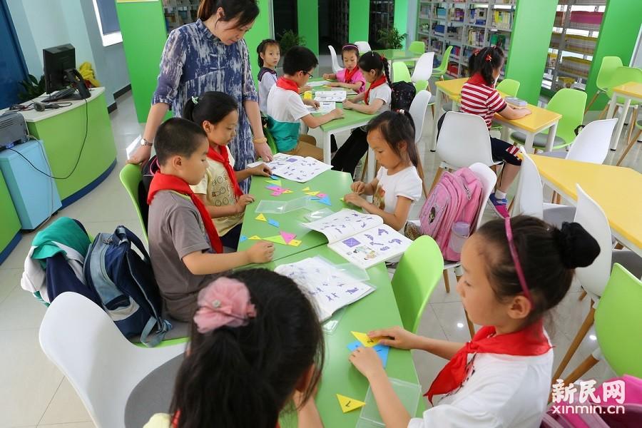 上海金山:爱心看护,守护孩子们快乐的放学时光