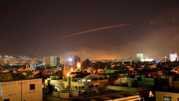 """美英法对叙利亚实施""""精确打击""""  第一轮打击结束"""