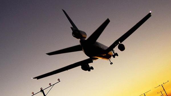 国航航班备降原因查实:一男子用钢笔在飞机上劫持人质